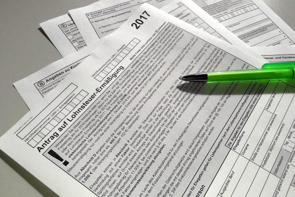 Steuern und Zinsen